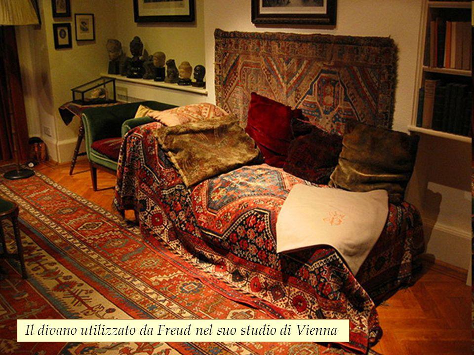 Il divano utilizzato da Freud nel suo studio di Vienna