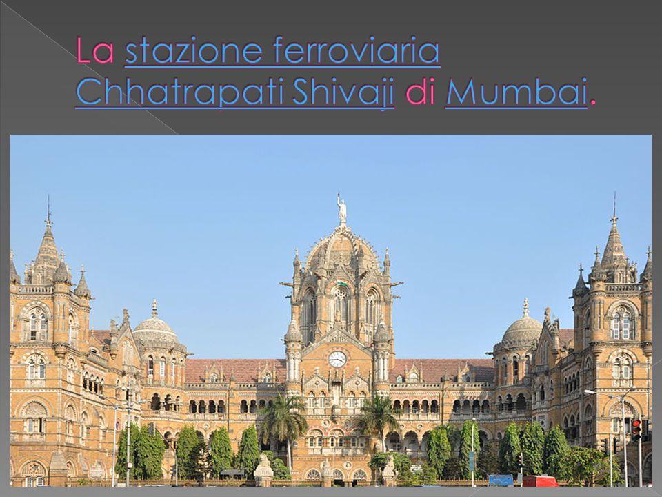 La stazione ferroviaria Chhatrapati Shivaji di Mumbai.