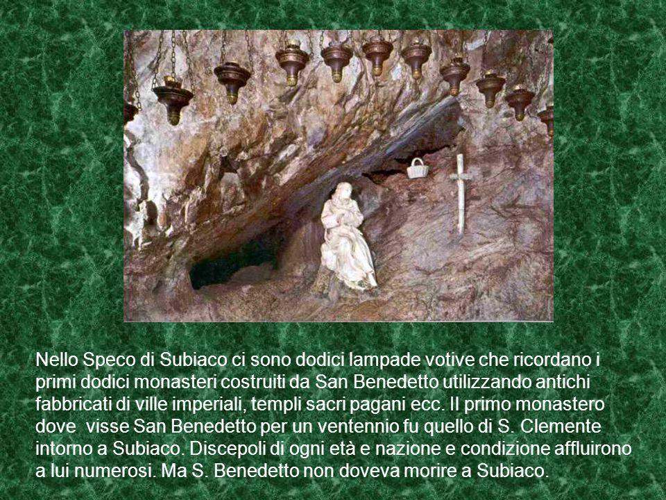 Nello Speco di Subiaco ci sono dodici lampade votive che ricordano i primi dodici monasteri costruiti da San Benedetto utilizzando antichi fabbricati di ville imperiali, templi sacri pagani ecc.
