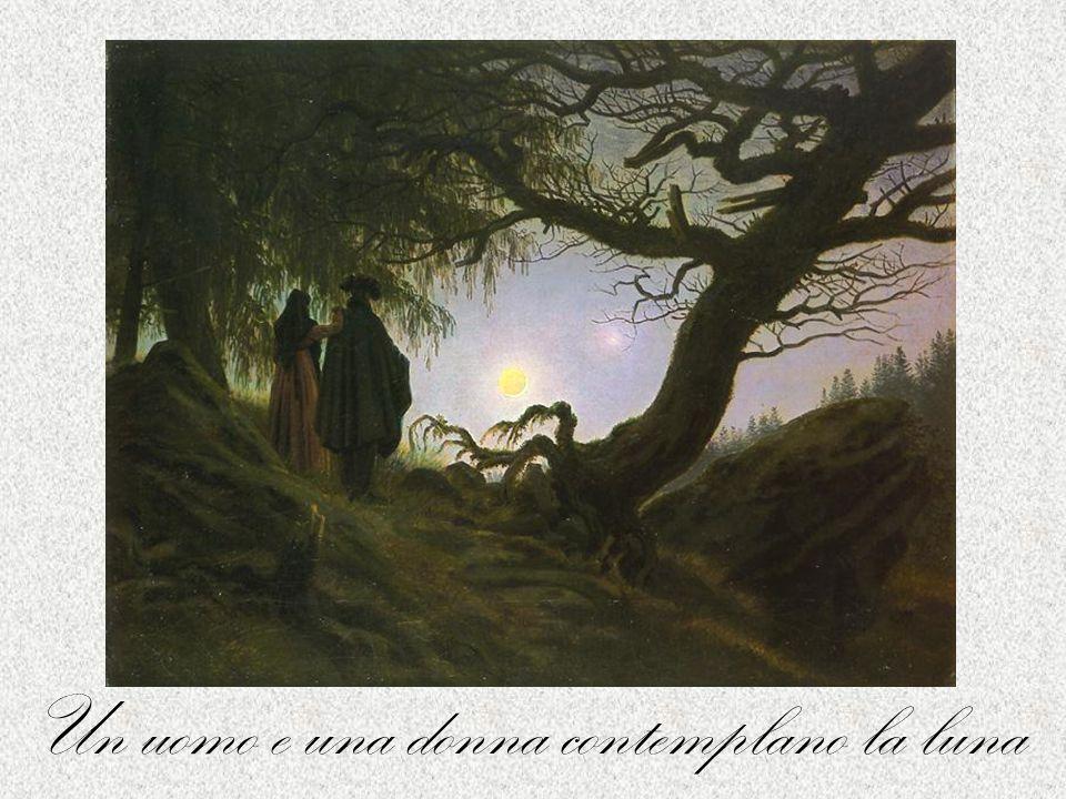 Un uomo e una donna contemplano la luna