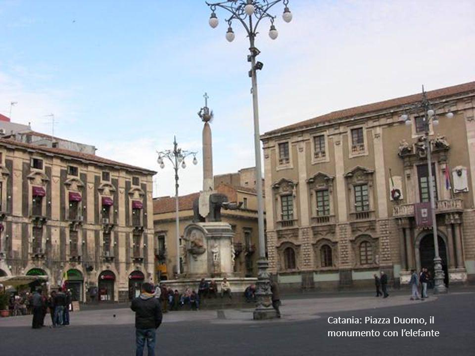Catania: Piazza Duomo, il monumento con l'elefante