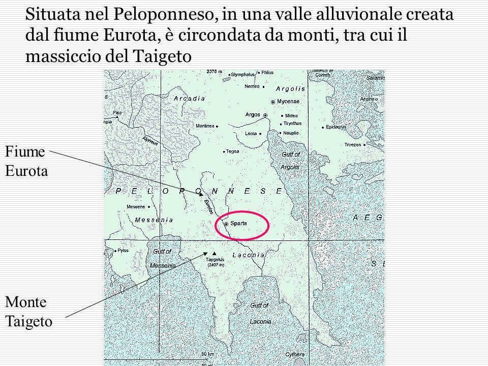 Situata nel Peloponneso, in una valle alluvionale creata dal fiume Eurota, è circondata da monti, tra cui il massiccio del Taigeto