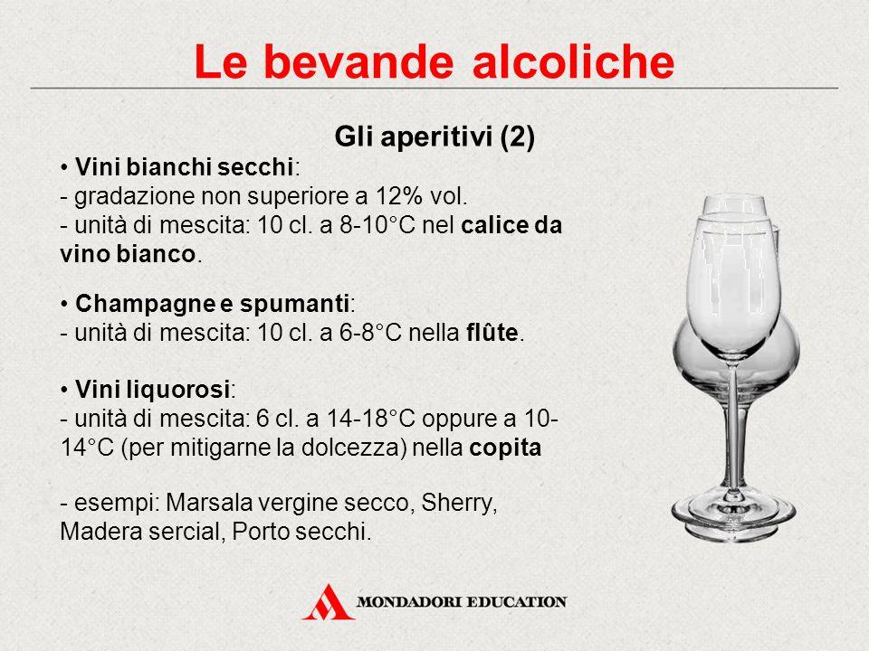 Le bevande alcoliche Gli aperitivi (2) • Vini bianchi secchi: