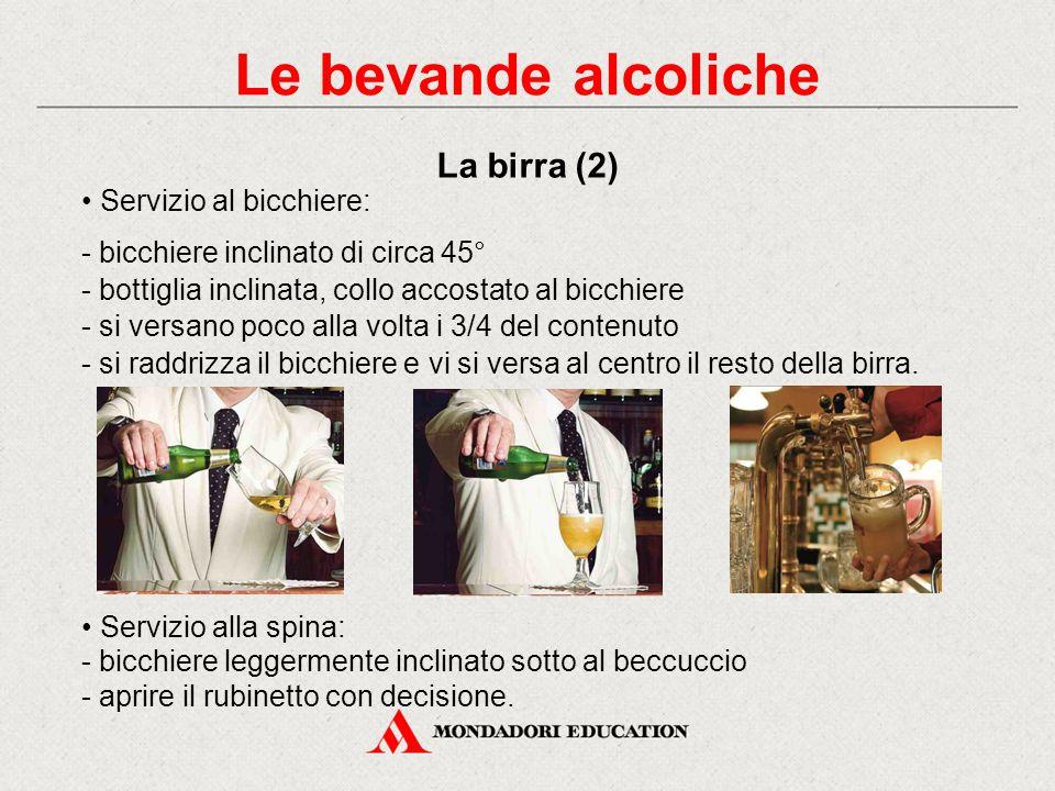 Le bevande alcoliche La birra (2) • Servizio al bicchiere: