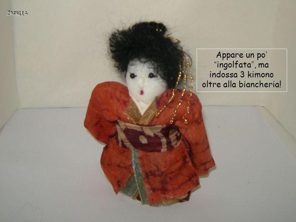 Appare un po' ingolfata , ma indossa 3 kimono oltre alla biancheria!