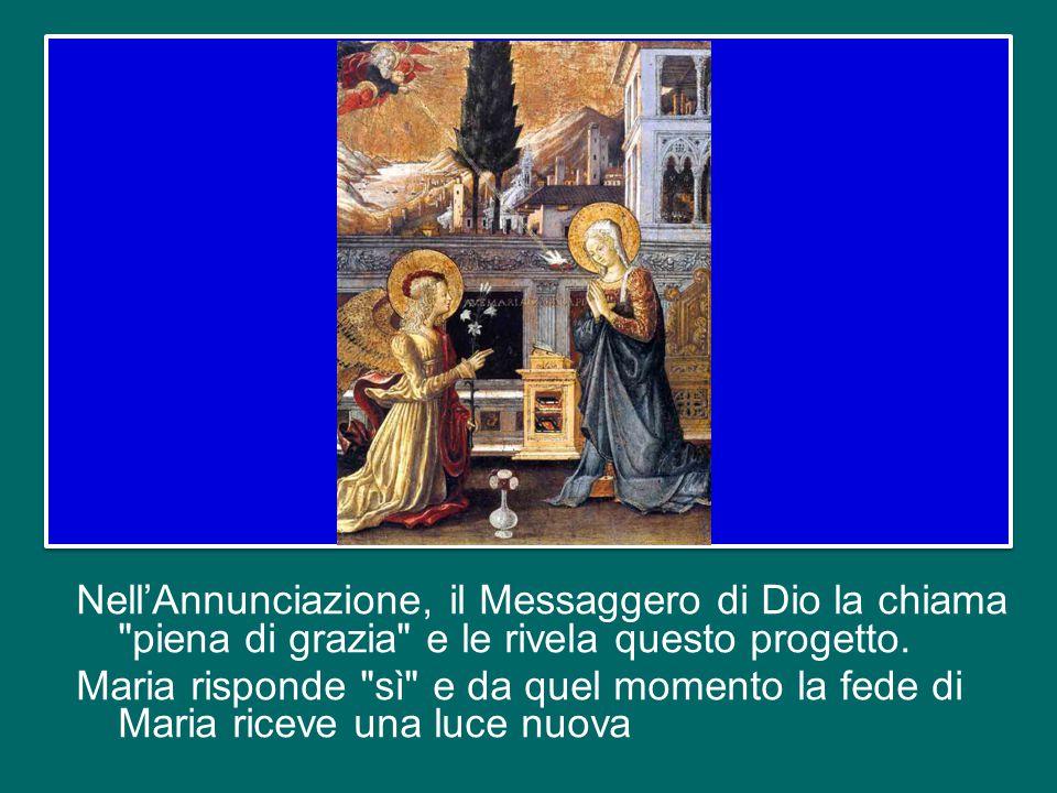 Nell'Annunciazione, il Messaggero di Dio la chiama piena di grazia e le rivela questo progetto.