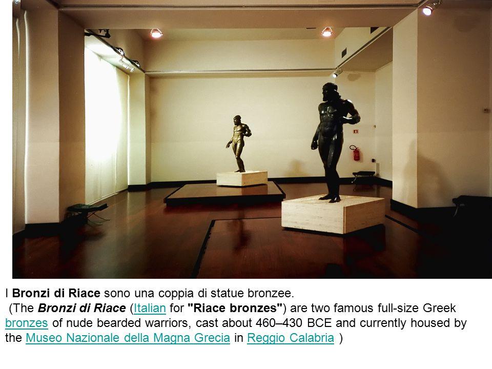 I Bronzi di Riace sono una coppia di statue bronzee.