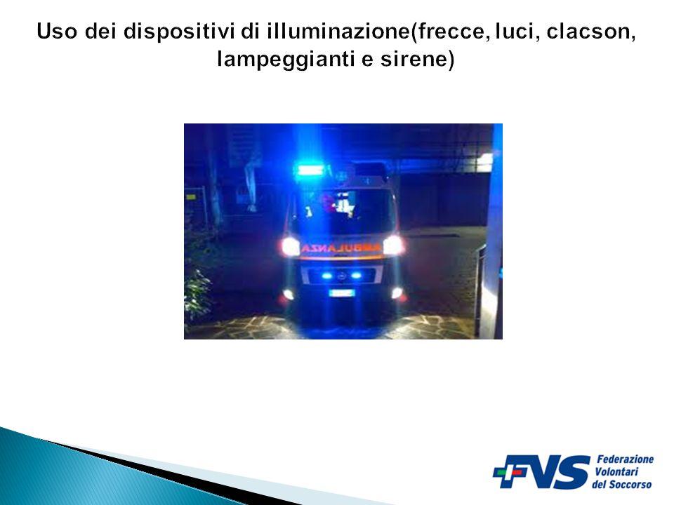 Uso dei dispositivi di illuminazione(frecce, luci, clacson, lampeggianti e sirene)