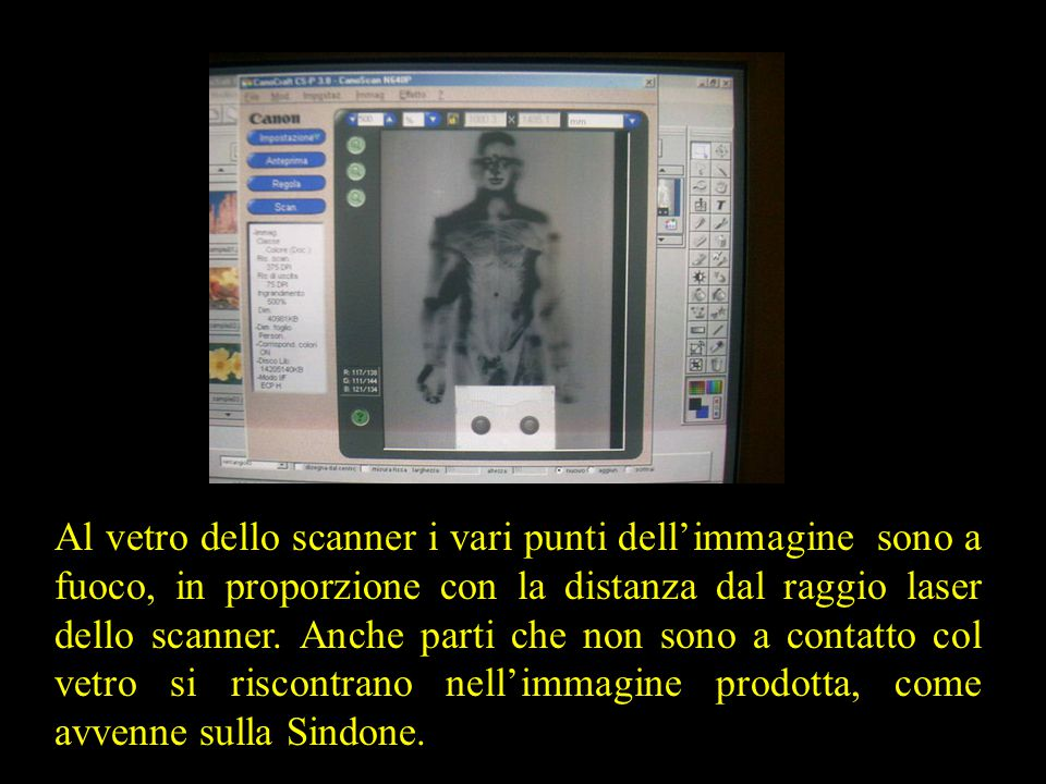 Al vetro dello scanner i vari punti dell'immagine sono a fuoco, in proporzione con la distanza dal raggio laser dello scanner.