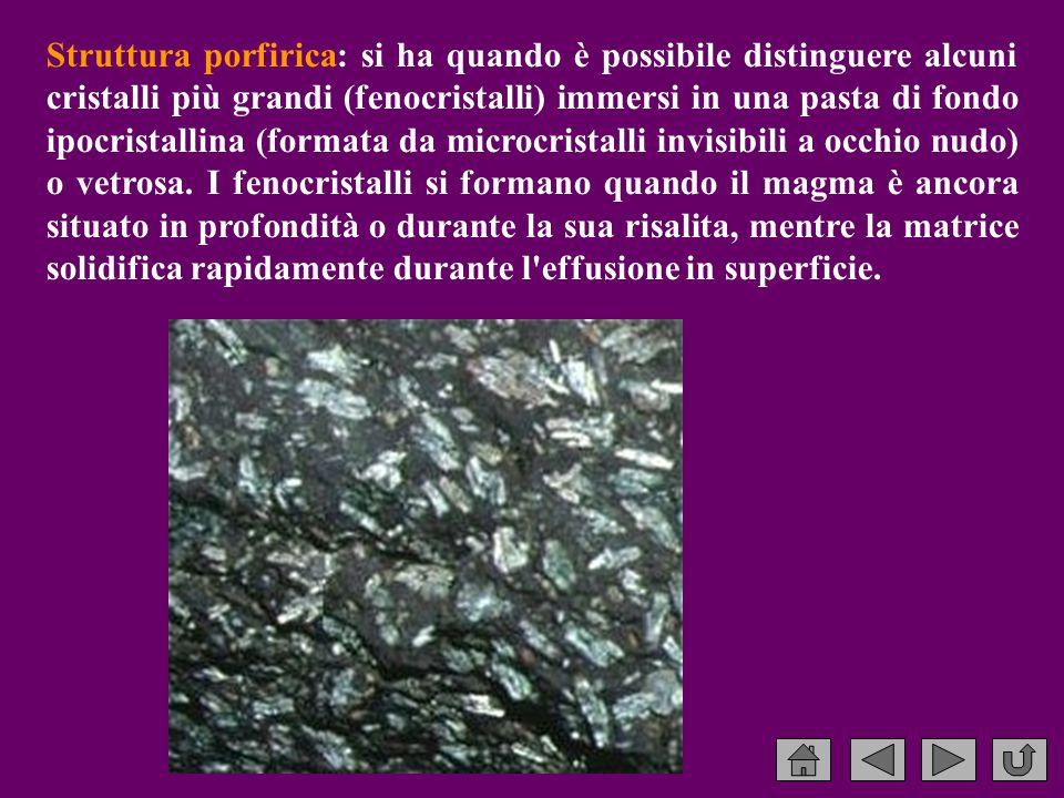 Struttura porfirica: si ha quando è possibile distinguere alcuni cristalli più grandi (fenocristalli) immersi in una pasta di fondo ipocristallina (formata da microcristalli invisibili a occhio nudo) o vetrosa.