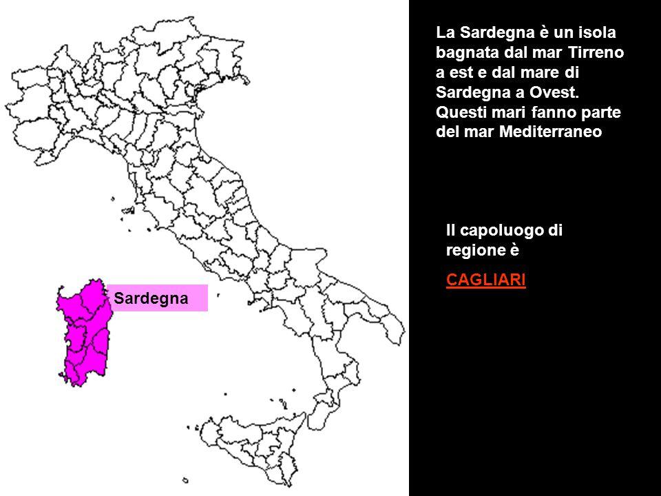 La Sardegna è un isola bagnata dal mar Tirreno a est e dal mare di Sardegna a Ovest. Questi mari fanno parte del mar Mediterraneo