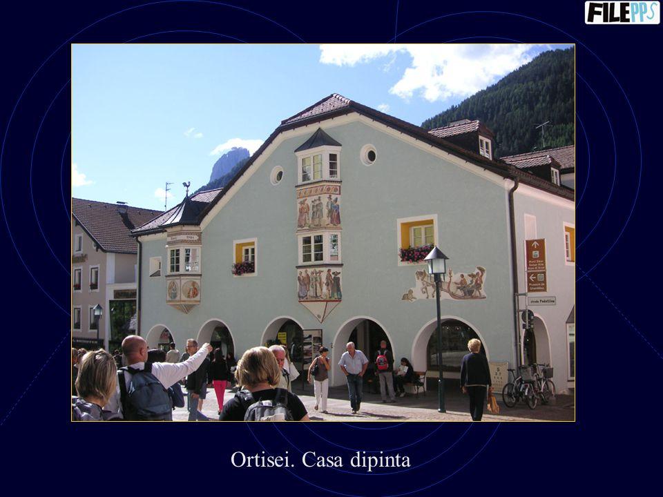 Ortisei. Casa dipinta