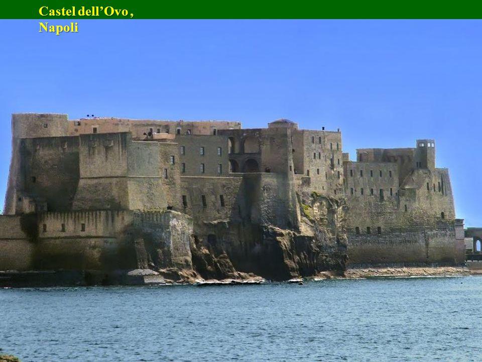 Castel dell'Ovo , Napoli