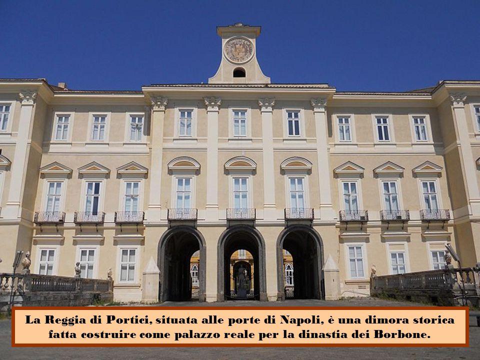 La Reggia di Portici, situata alle porte di Napoli, è una dimora storica fatta costruire come palazzo reale per la dinastia dei Borbone.