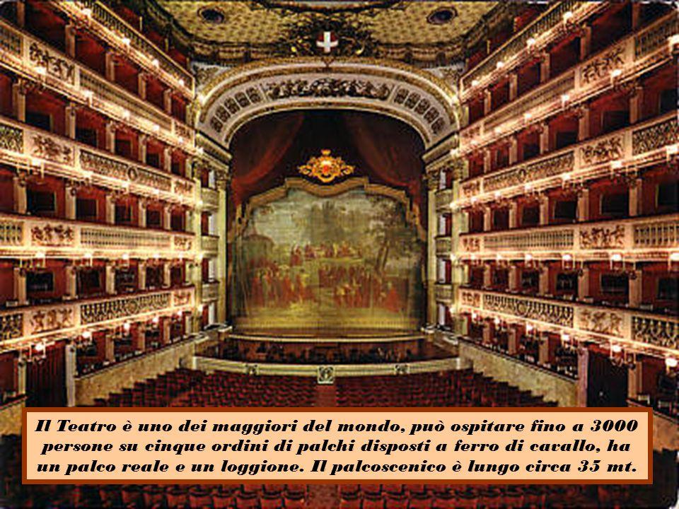 Il Teatro è uno dei maggiori del mondo, può ospitare fino a 3000 persone su cinque ordini di palchi disposti a ferro di cavallo, ha un palco reale e un loggione.