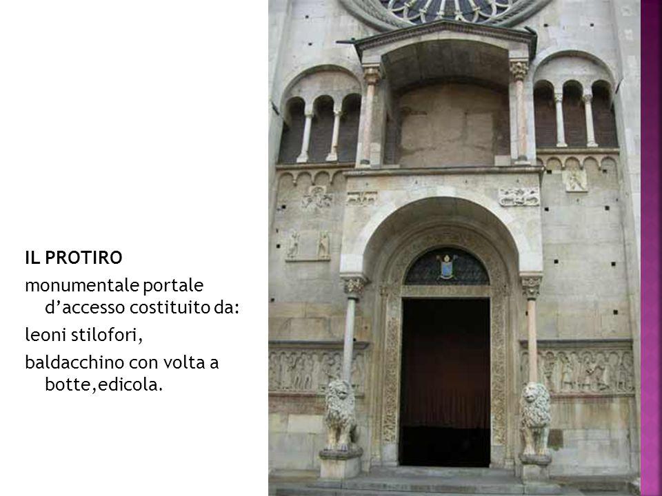 IL PROTIRO monumentale portale d'accesso costituito da: leoni stilofori, baldacchino con volta a botte,edicola.