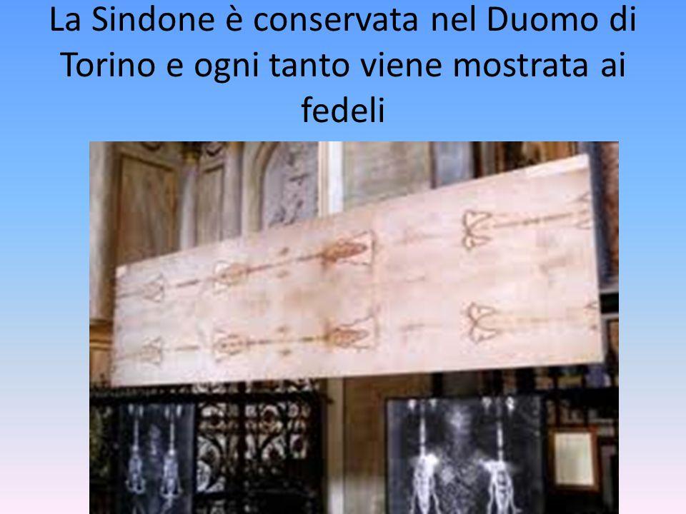La Sindone è conservata nel Duomo di Torino e ogni tanto viene mostrata ai fedeli
