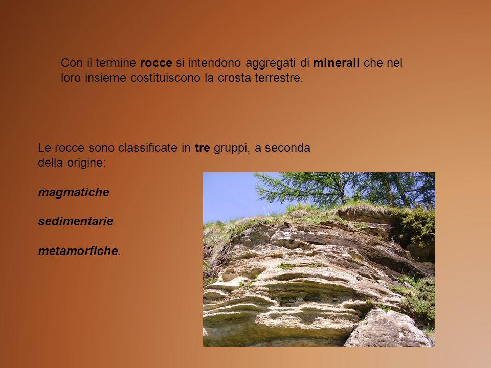 Con il termine rocce si intendono aggregati di minerali che nel loro insieme costituiscono la crosta terrestre.