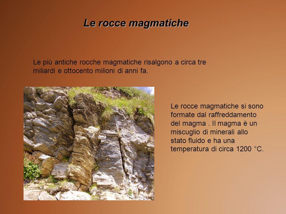Le rocce magmatiche Le più antiche rocche magmatiche risalgono a circa tre miliardi e ottocento milioni di anni fa.