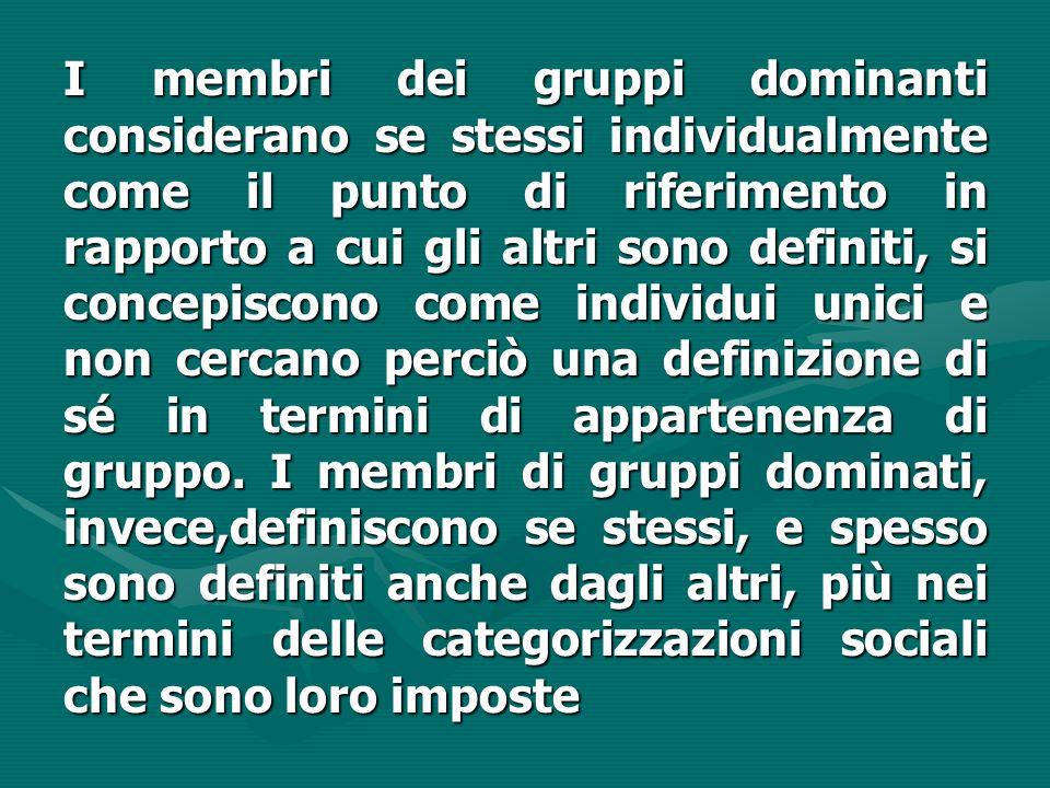 I membri dei gruppi dominanti considerano se stessi individualmente come il punto di riferimento in rapporto a cui gli altri sono definiti, si concepiscono come individui unici e non cercano perciò una definizione di sé in termini di appartenenza di gruppo.