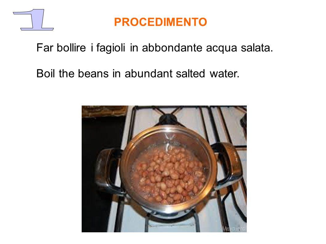 Far bollire i fagioli in abbondante acqua salata.