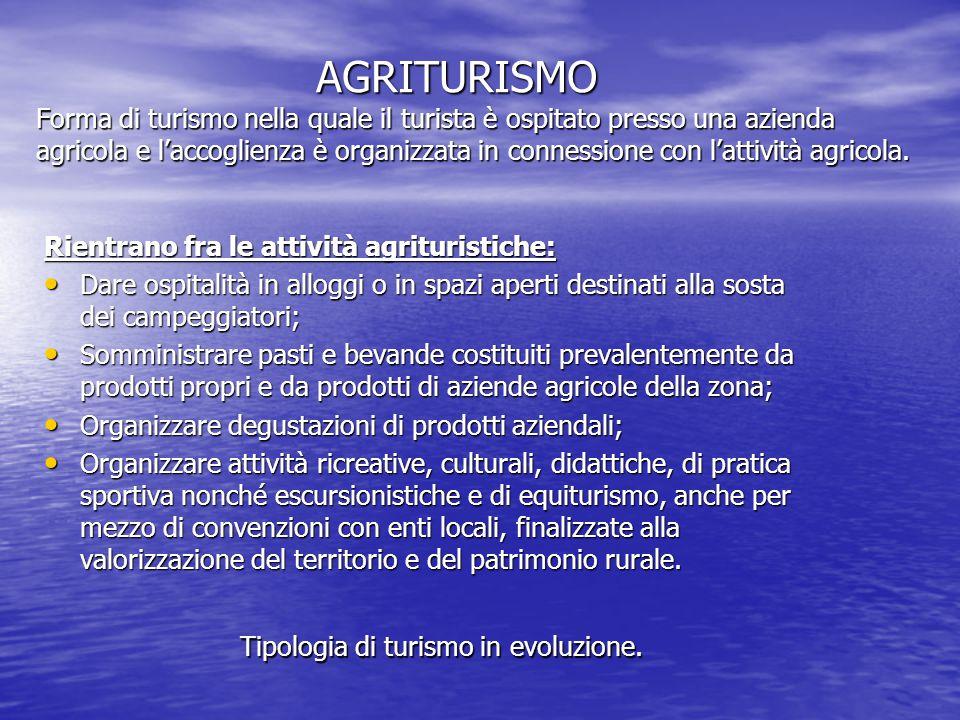 AGRITURISMO Forma di turismo nella quale il turista è ospitato presso una azienda agricola e l'accoglienza è organizzata in connessione con l'attività agricola.