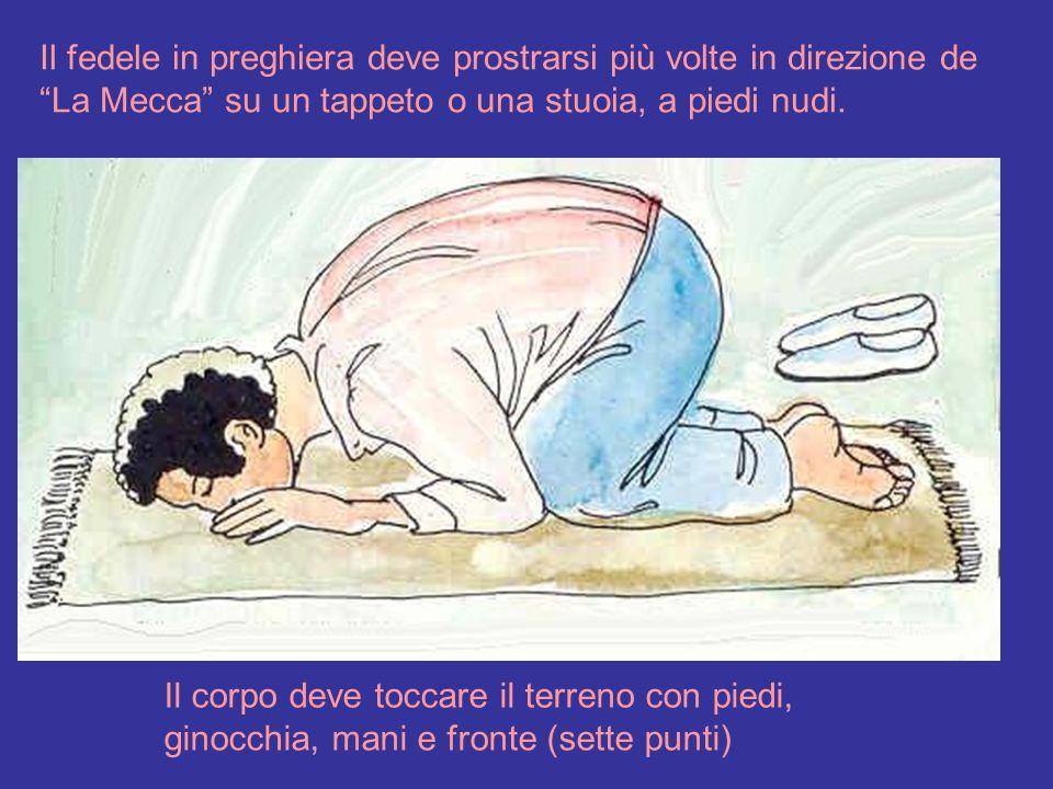 Il fedele in preghiera deve prostrarsi più volte in direzione de La Mecca su un tappeto o una stuoia, a piedi nudi.