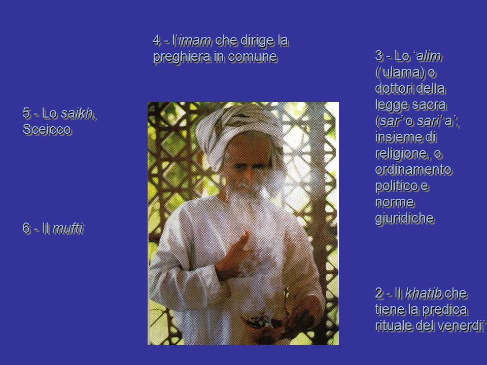 4 - l'imam che dirige la preghiera in comune
