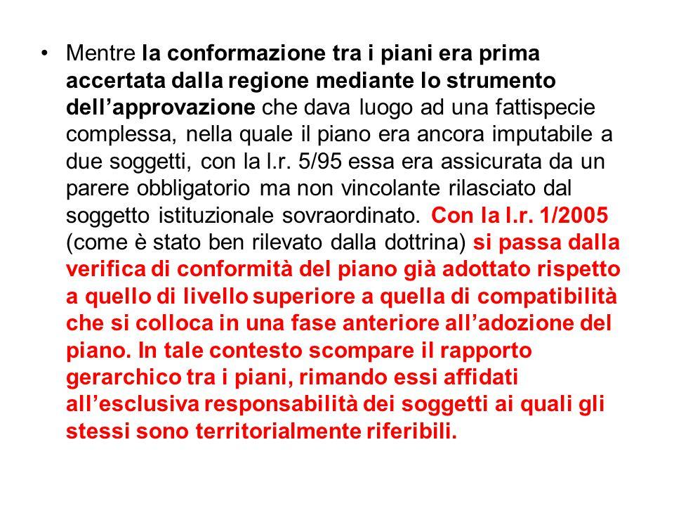 Mentre la conformazione tra i piani era prima accertata dalla regione mediante lo strumento dell'approvazione che dava luogo ad una fattispecie complessa, nella quale il piano era ancora imputabile a due soggetti, con la l.r.