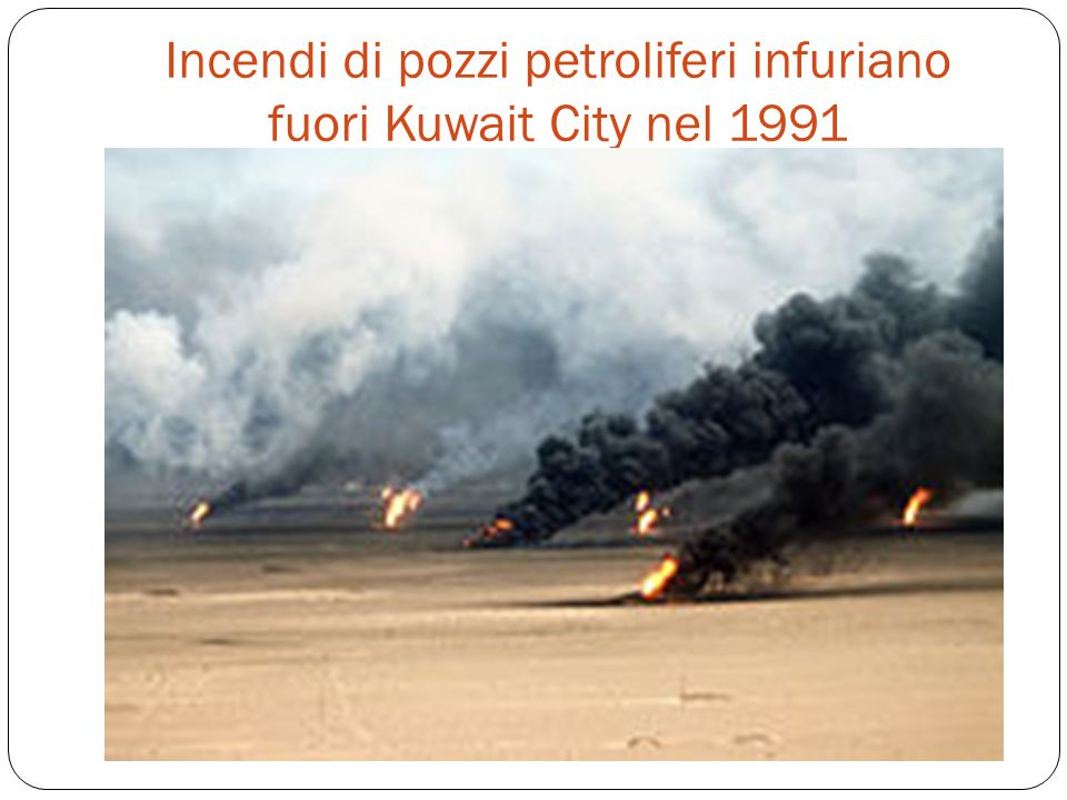 Incendi di pozzi petroliferi infuriano fuori Kuwait City nel 1991