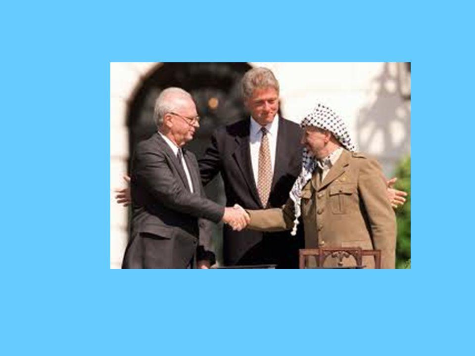 STORICA STRETTA DI MANO TRA IL PREMIER ISRAELIANO RABIN, IL PRESIDENTE DELL'OLP ARAFAT.