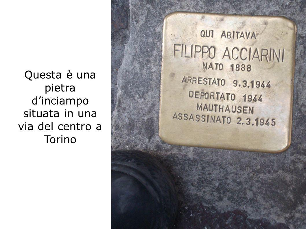 Questa è una pietra d'inciampo situata in una via del centro a Torino