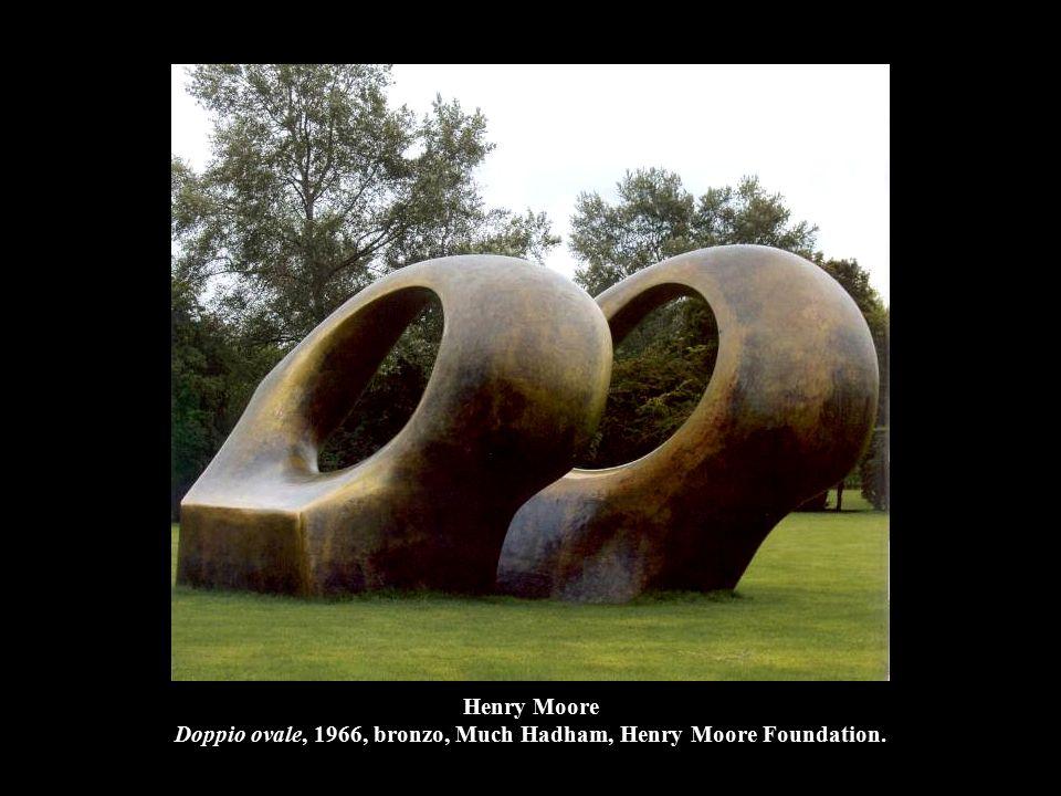 Henry Moore Doppio ovale, 1966, bronzo, Much Hadham, Henry Moore Foundation.