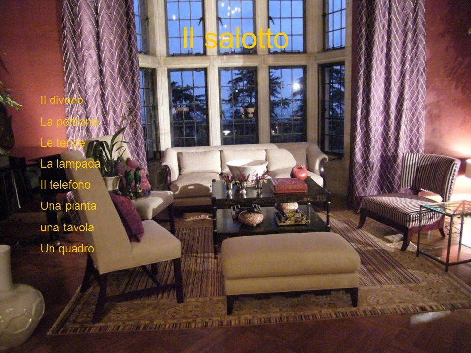 Il salotto Il divano La poltrona Le tende La lampada Il telefono