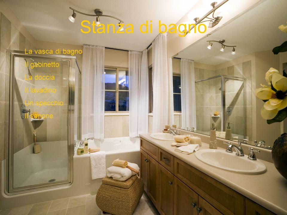 Stanza di bagno La vasca di bagno Il gabinetto La doccia Il lavadino