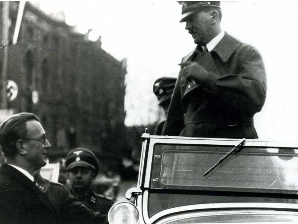 Vienna, 15 marzo 1938: nella notte fra l'11 e il 12 marzo l'Austria è stata annessa alla Germania.