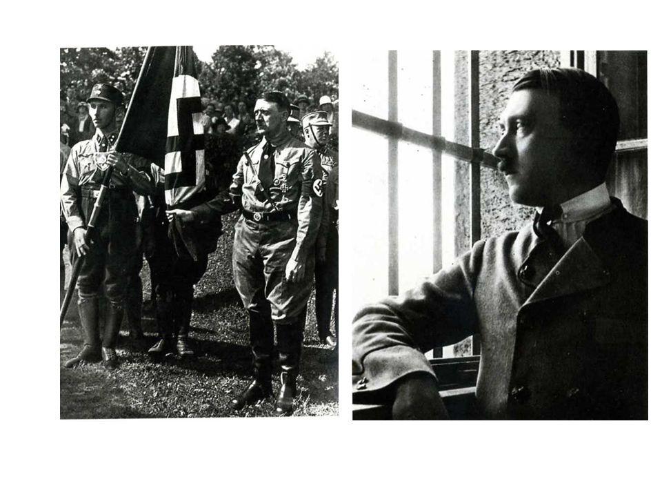 Hitler celebra l'anniversario del fallito colpo di stato del 9 novembre 1923.