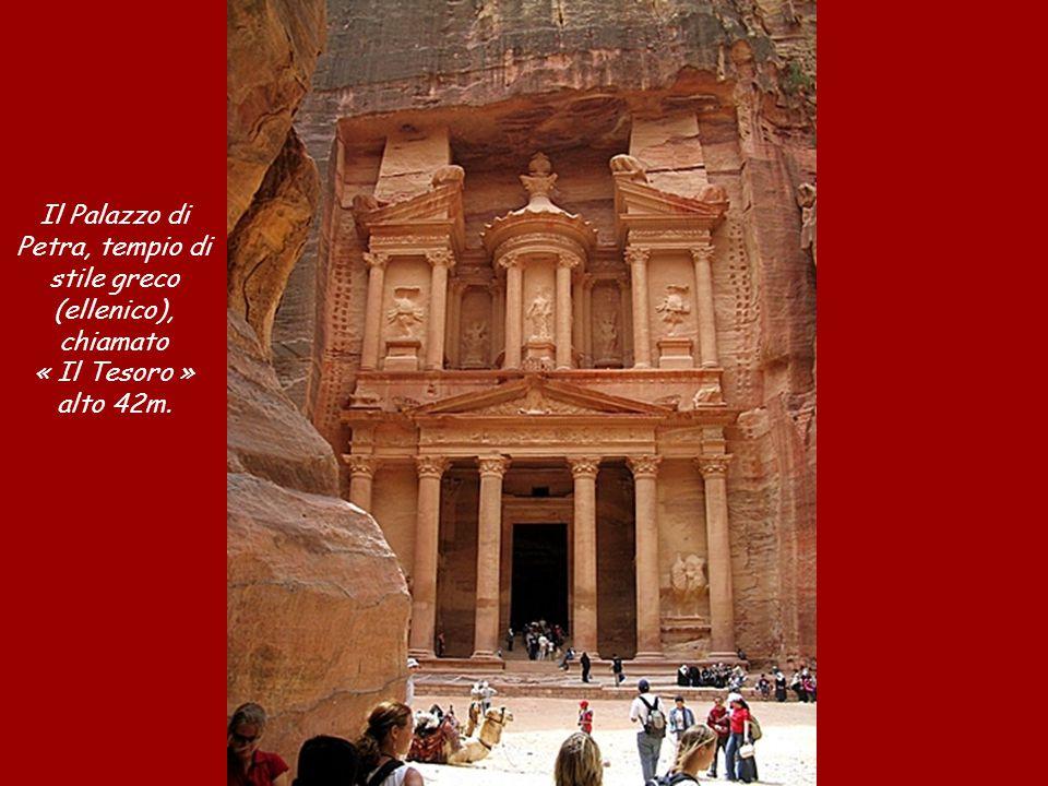 Il Palazzo di Petra, tempio di stile greco (ellenico),