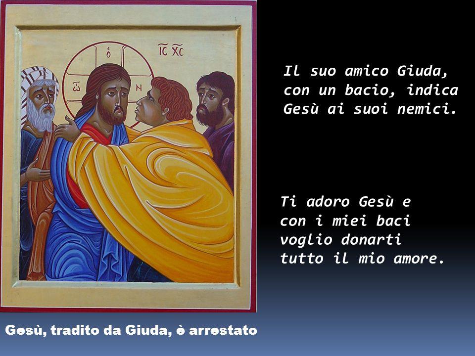 Il suo amico Giuda, con un bacio, indica Gesù ai suoi nemici.