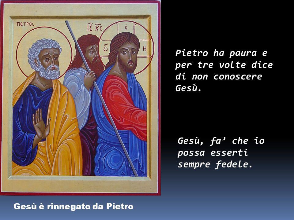 Pietro ha paura e per tre volte dice di non conoscere Gesù.