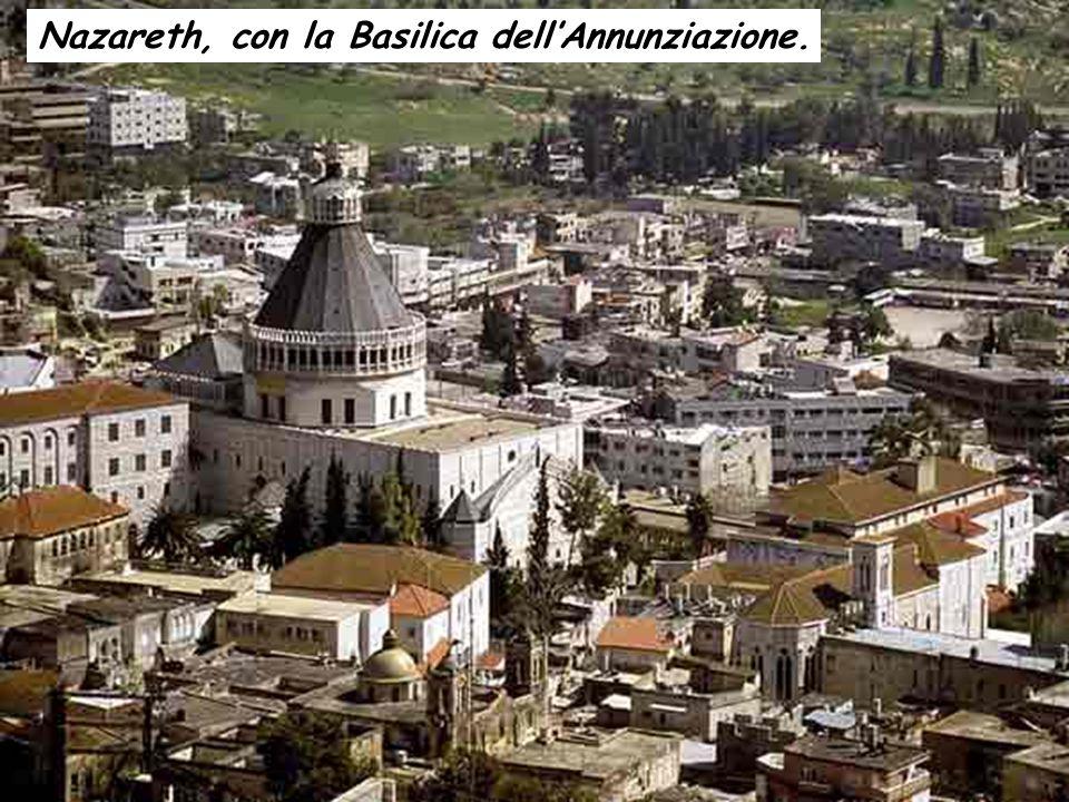 Nazareth, con la Basilica dell'Annunziazione.