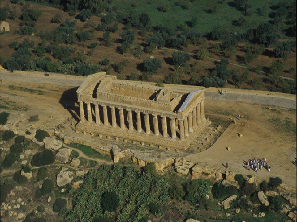 Valle dei Templi -È una zona archeologica della Sicilia, dove si possono ammirare i resti della città greca di Akragas (Agrigento) .