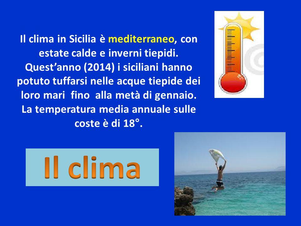 La temperatura media annuale sulle coste è di 18°.