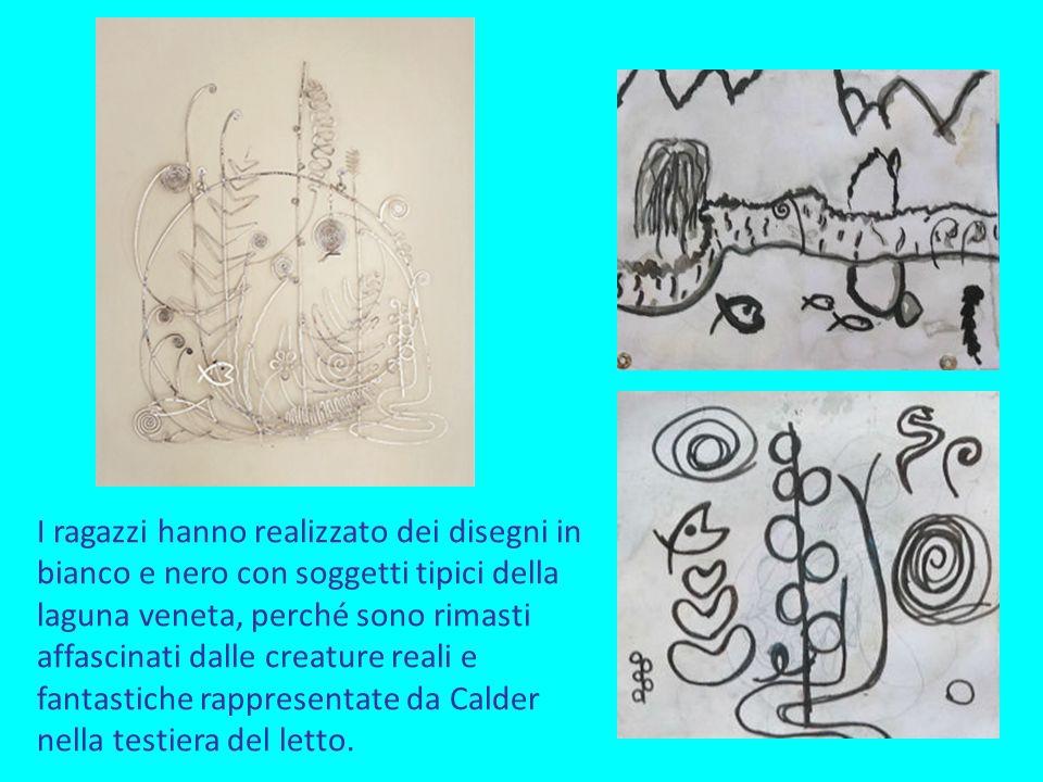 I ragazzi hanno realizzato dei disegni in bianco e nero con soggetti tipici della laguna veneta, perché sono rimasti affascinati dalle creature reali e fantastiche rappresentate da Calder nella testiera del letto.