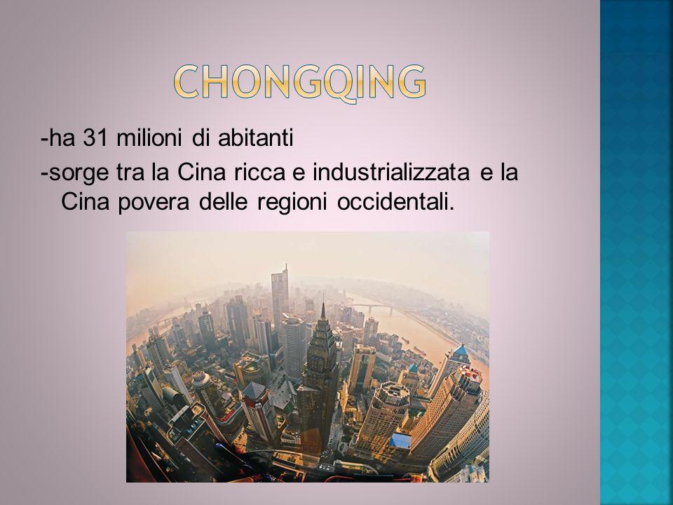 Chongqing -ha 31 milioni di abitanti -sorge tra la Cina ricca e industrializzata e la Cina povera delle regioni occidentali.