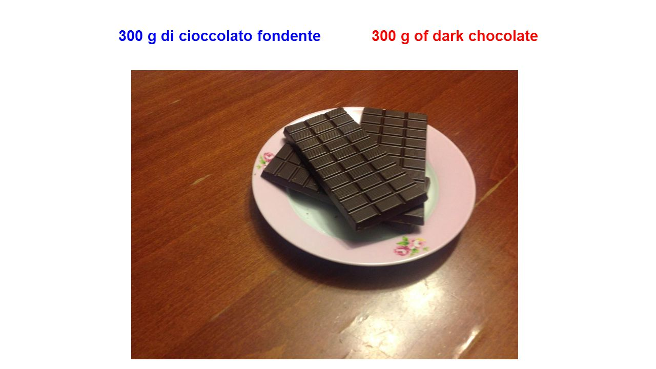 300 g di cioccolato fondente 300 g of dark chocolate