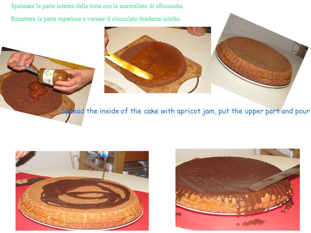 Spalmare la parte interna della torta con la marmellata di albicocche,