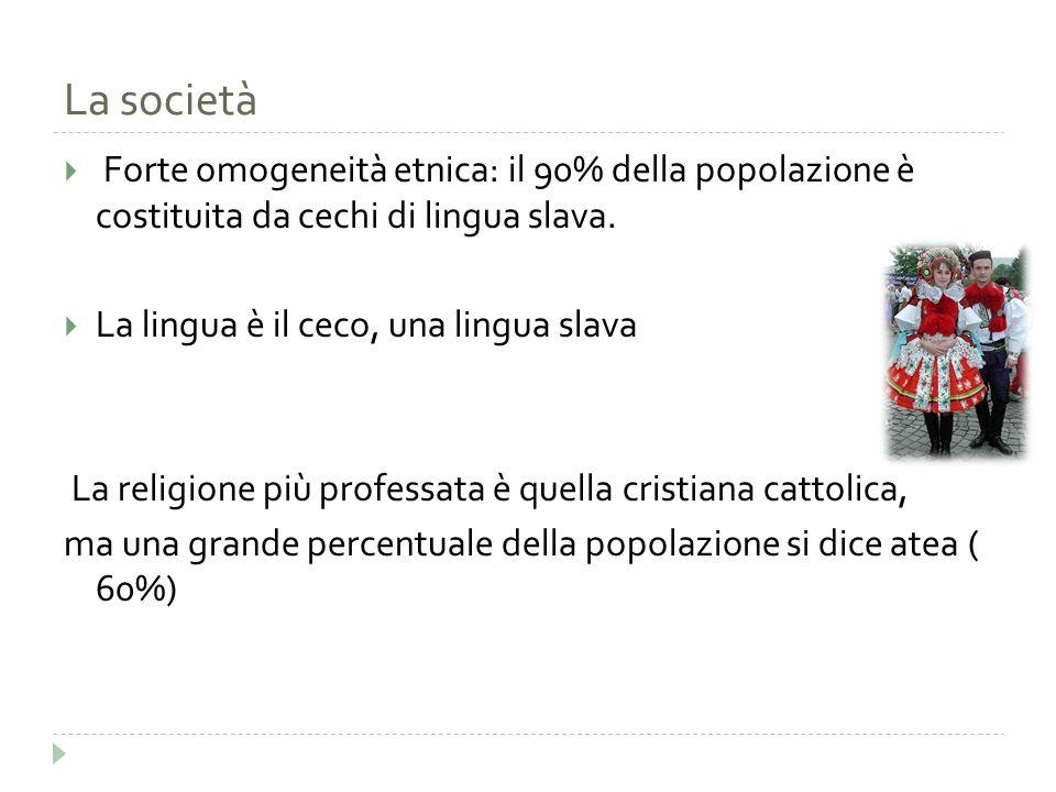 La società Forte omogeneità etnica: il 90% della popolazione è costituita da cechi di lingua slava.