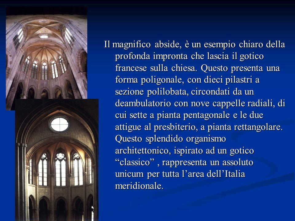 Il magnifico abside, è un esempio chiaro della profonda impronta che lascia il gotico francese sulla chiesa.