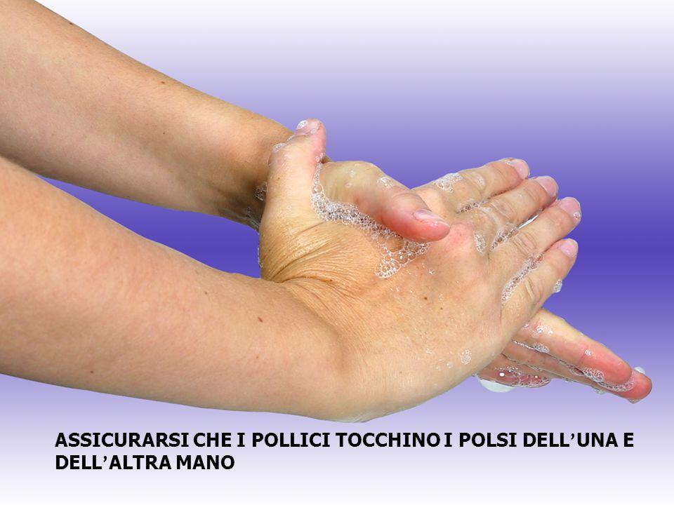 ASSICURARSI CHE I POLLICI TOCCHINO I POLSI DELL'UNA E DELL'ALTRA MANO